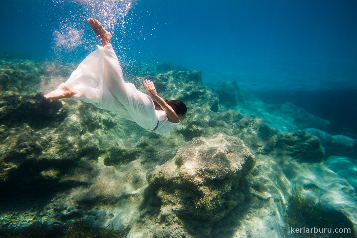 Fotografía de parejas bajo el agua