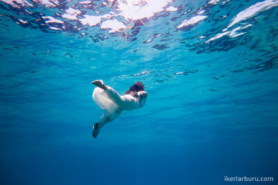 mallorca-trash-dress-underwater-8221