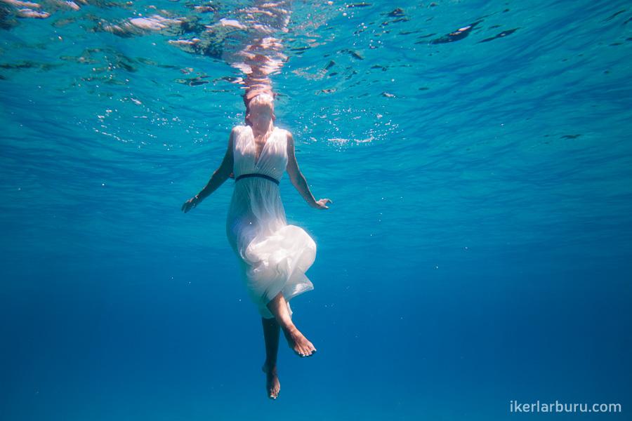 mallorca-trash-dress-underwater-8234