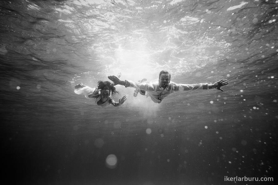 mallorca-trash-dress-underwater-8379