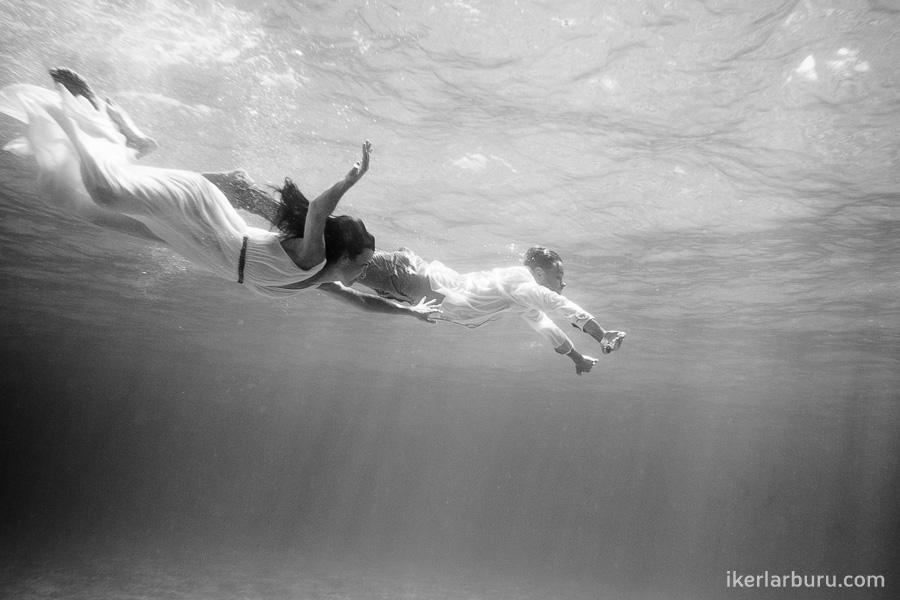 mallorca-trash-dress-underwater-8387