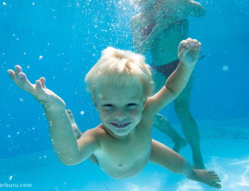 Bebés bajo el agua (¡emulando a Nirvana!)
