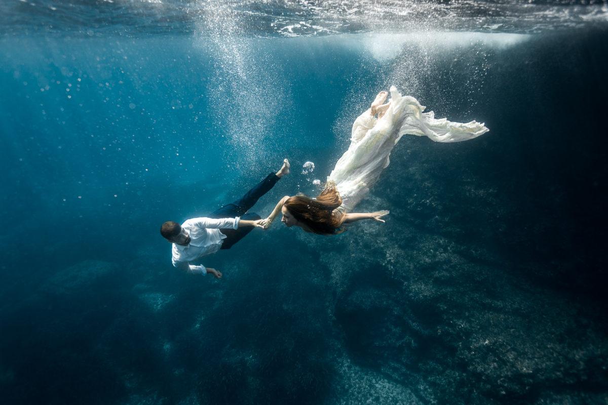 Fotografía bajo el agua de parejas y embarazo en Mallorca
